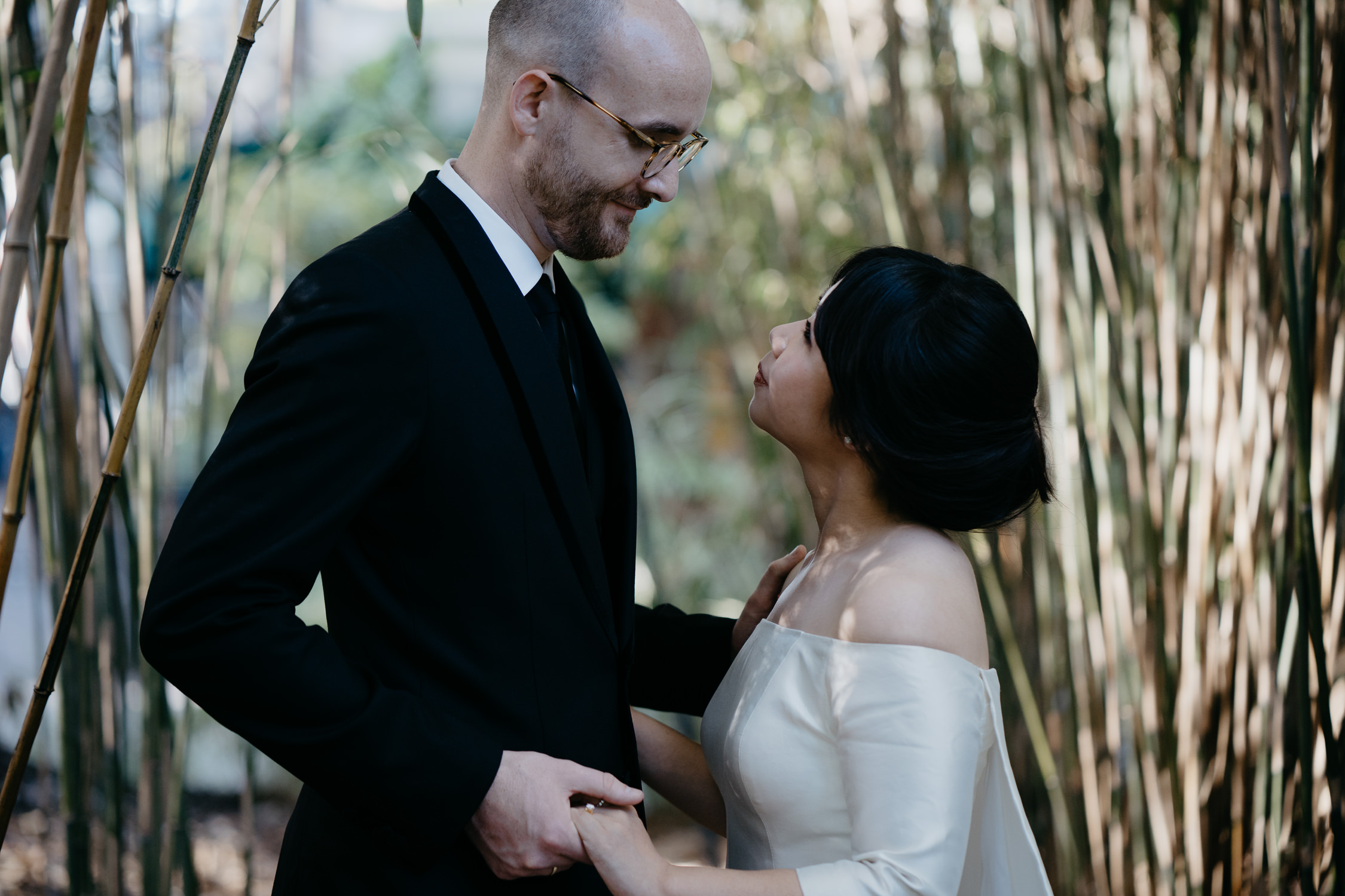 groom and bride marriage ceremony photography Amsterdam hortus