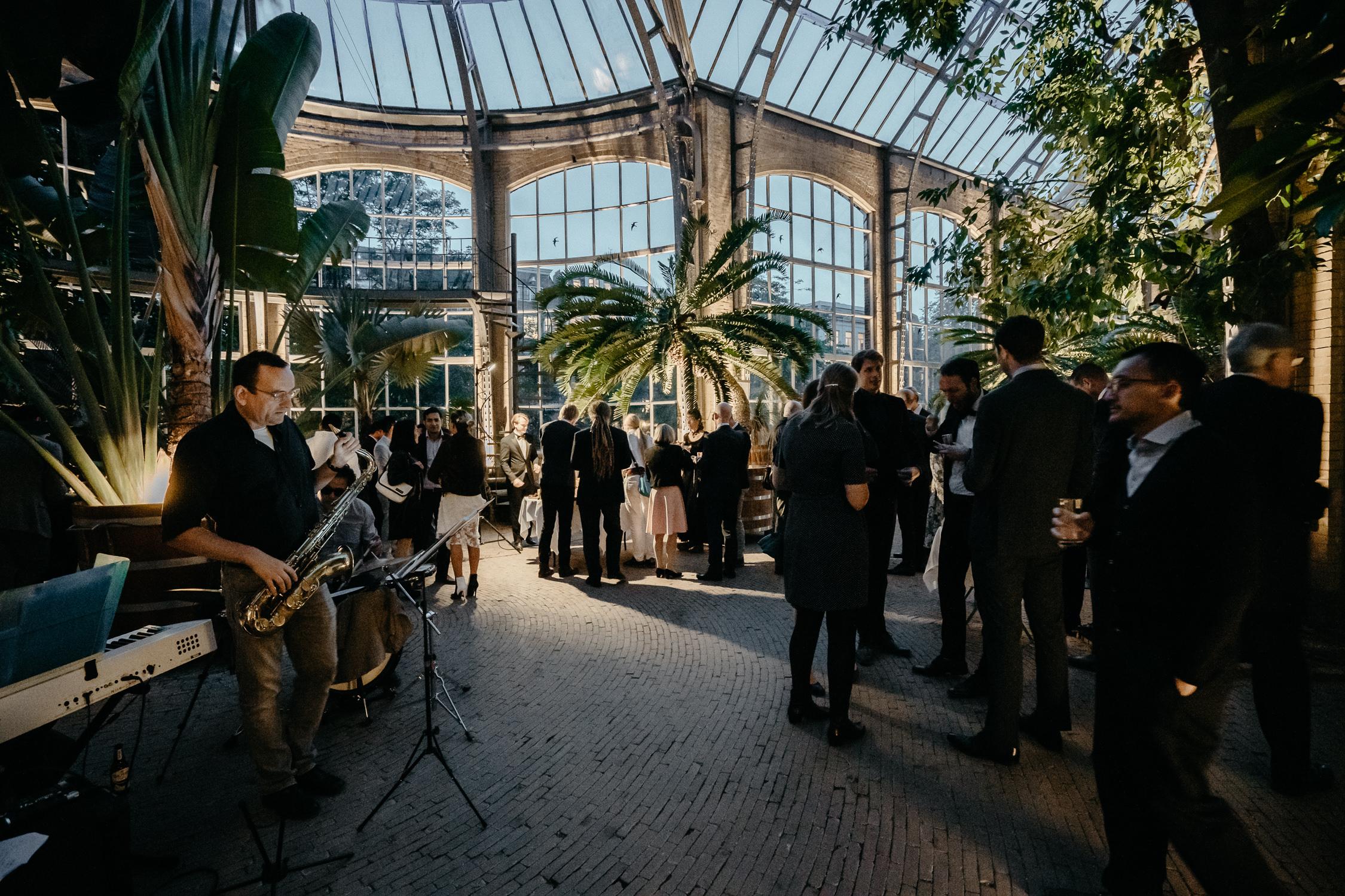 bruiloft fotografie bruiloft feest botanische tuin Hortus Botanicus amsterdam