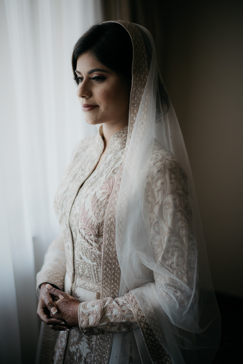 best amsterdam wedding photographer bridal portrait in window
