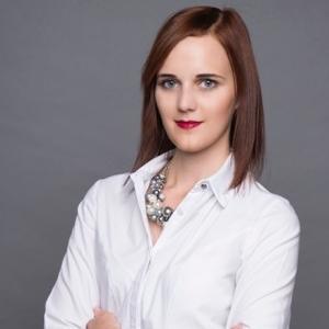 Andavölgyi Vivien   Social Media Team Coordinator Profession.hu