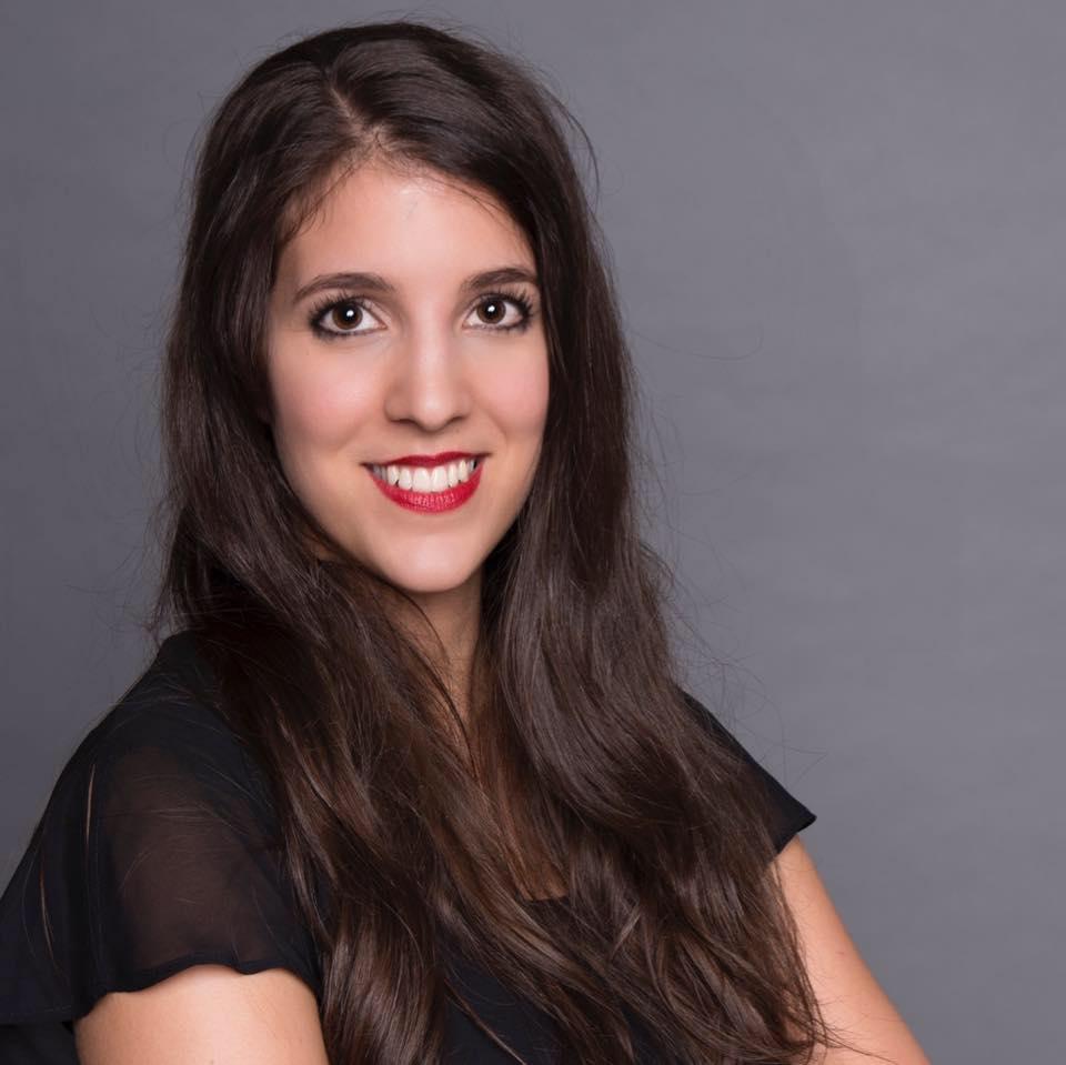 Huszka Ágnes    - alelnök  Style advisor and colour consultant Ági Huszka Style