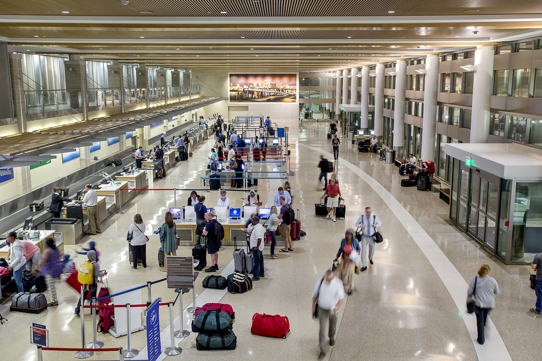Karen E. SegraveKES PhotoBill and Hillary National Airport