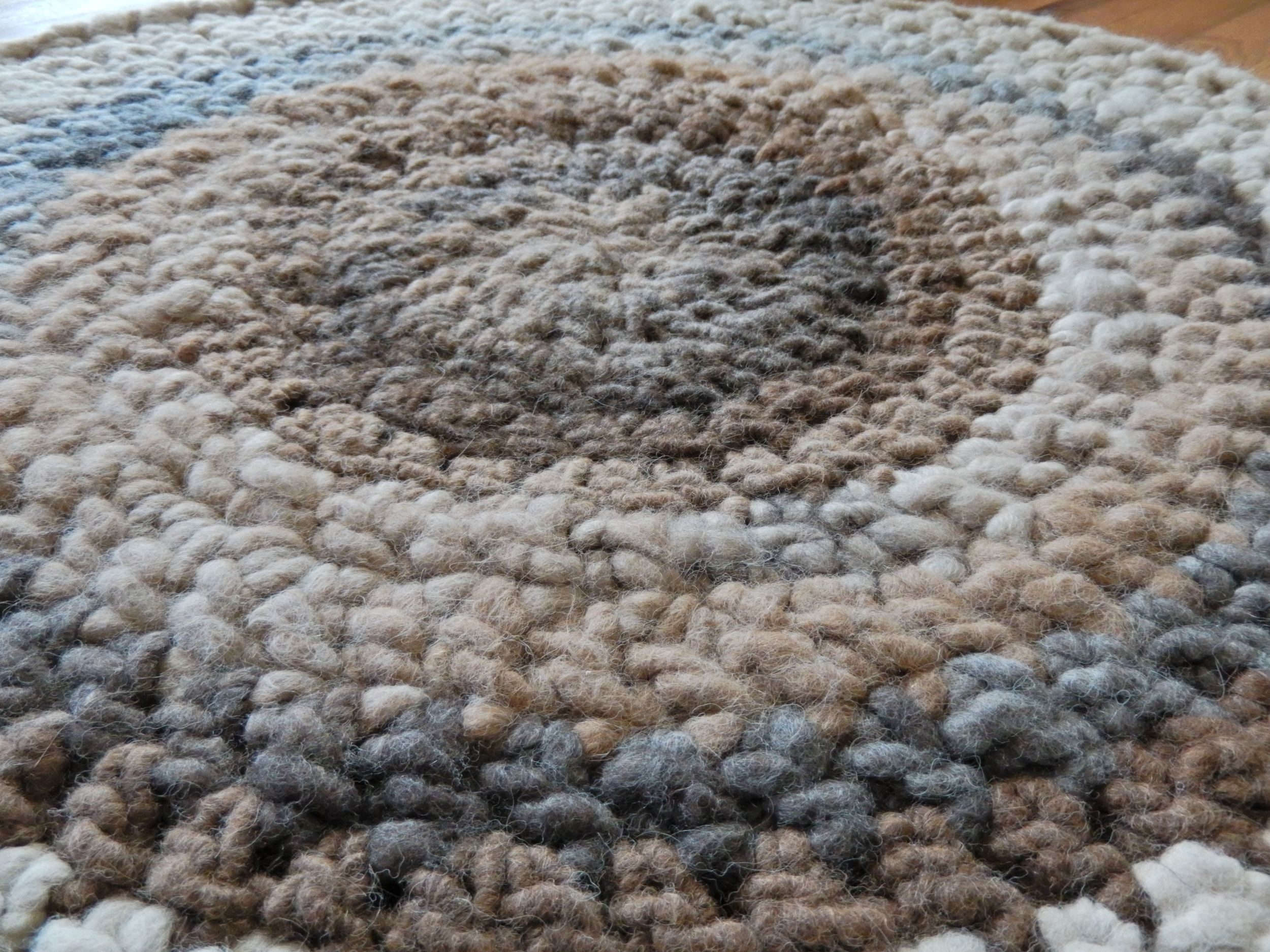 The texture of this crochet stitch creates great loft and springiness in the rug