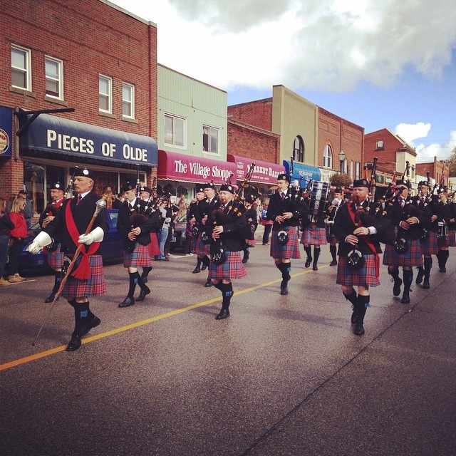 Barrie Pipes & Drums on parade.