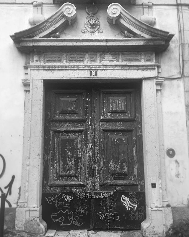 I've been taking lots of pictures of doors while I've been traveling. I may put together a collection #portugal #spain #ilovedoors #oldthingsarecool