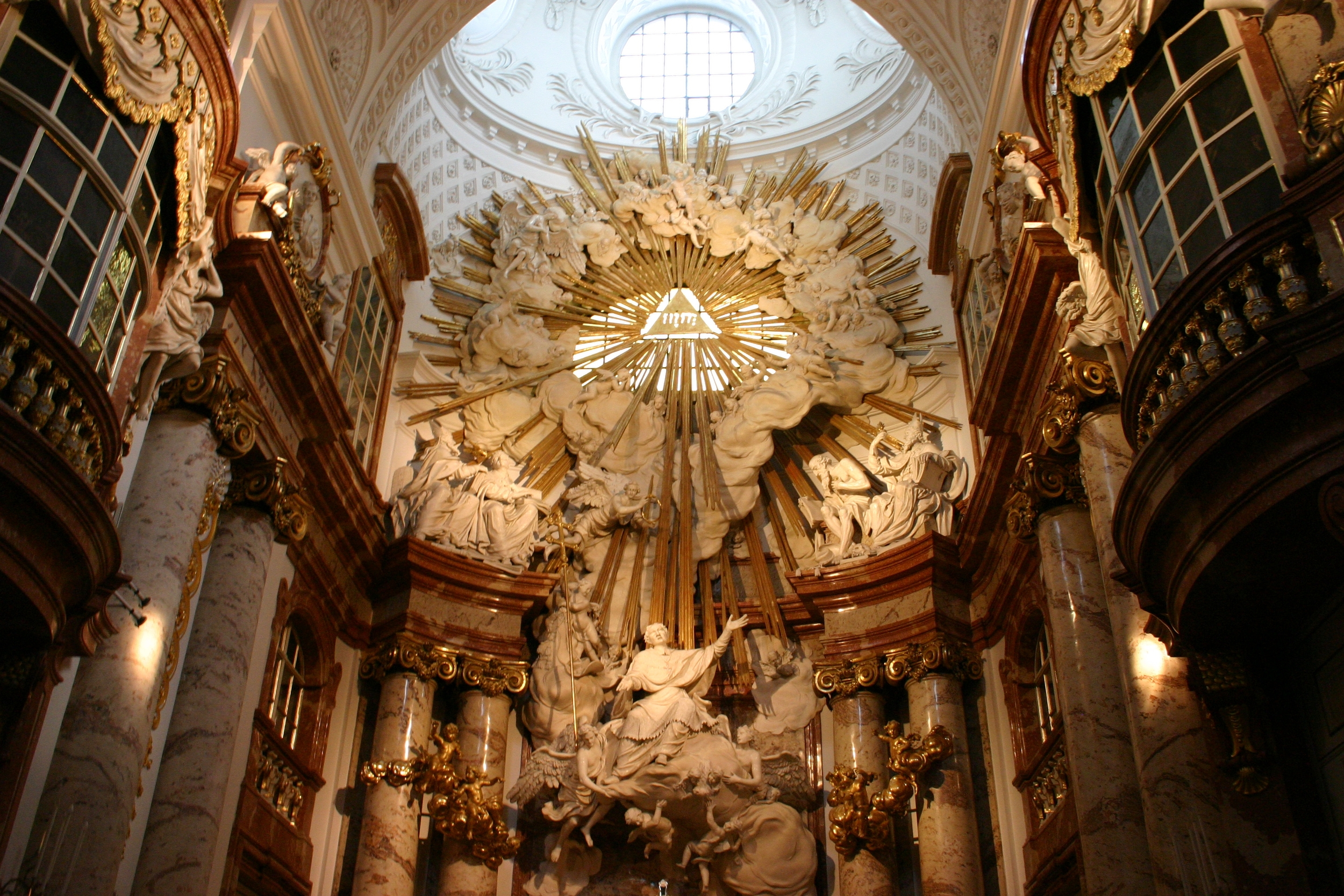 karlskirche_statuie_altar.jpg