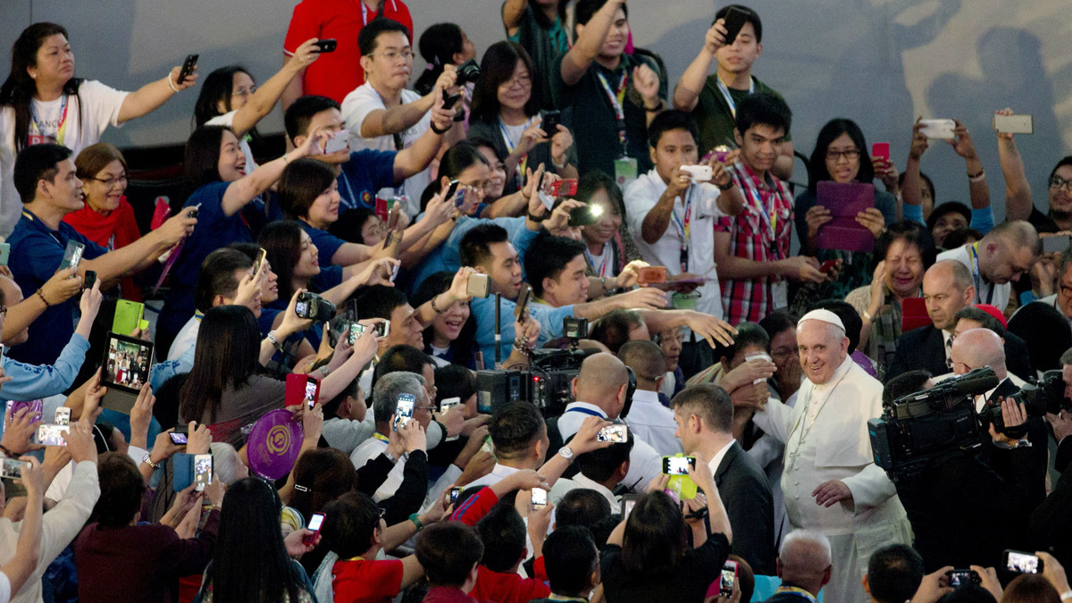 Pope-crowd.jpg