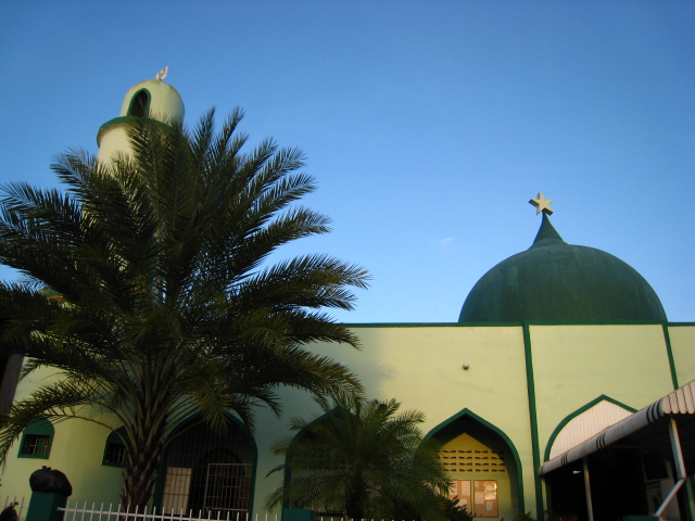 Montrose Masjid, Trinidad (Source: Wikimedia Commons)