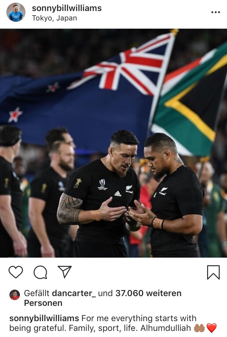 Sonny Bill Williams prays with fellow All Black and Muslim Ofa Tu'ungafasi (who converted in March 2019) before their first bout with South Africa at the 2019 Rugby World Cup in Japan. (PHOTO: @faiz_azizan)