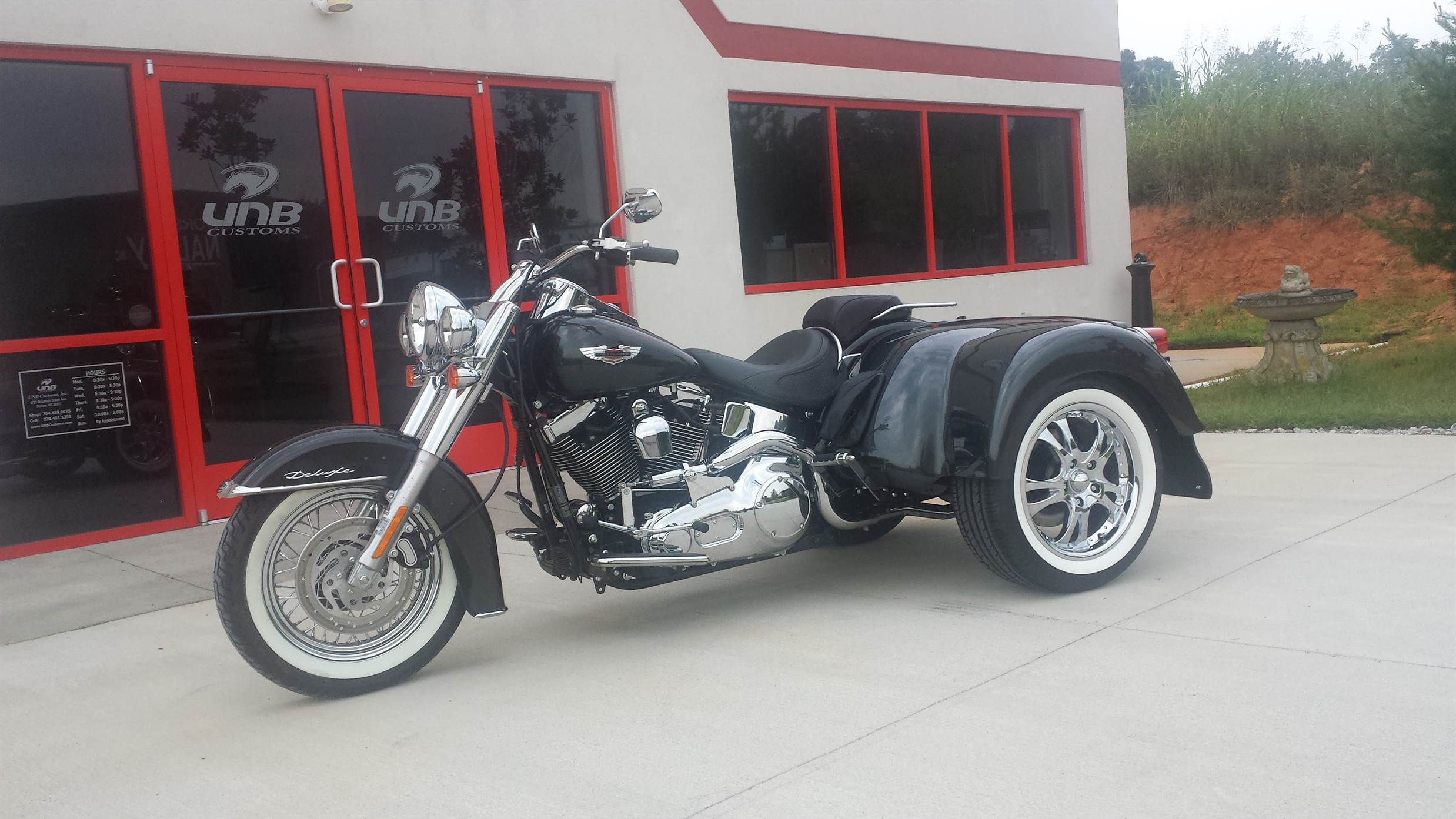 Independent suspension Softail trike painted to match