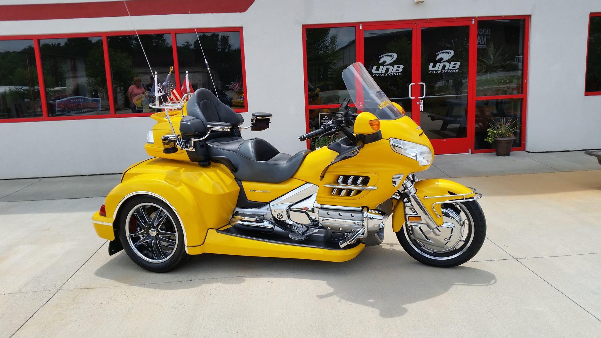 Honda Goldwing 1800 Roadsmith trike kit conversion (yellow)