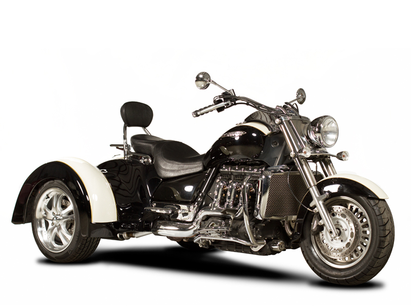 Triumph-Rocket-front-side.jpg