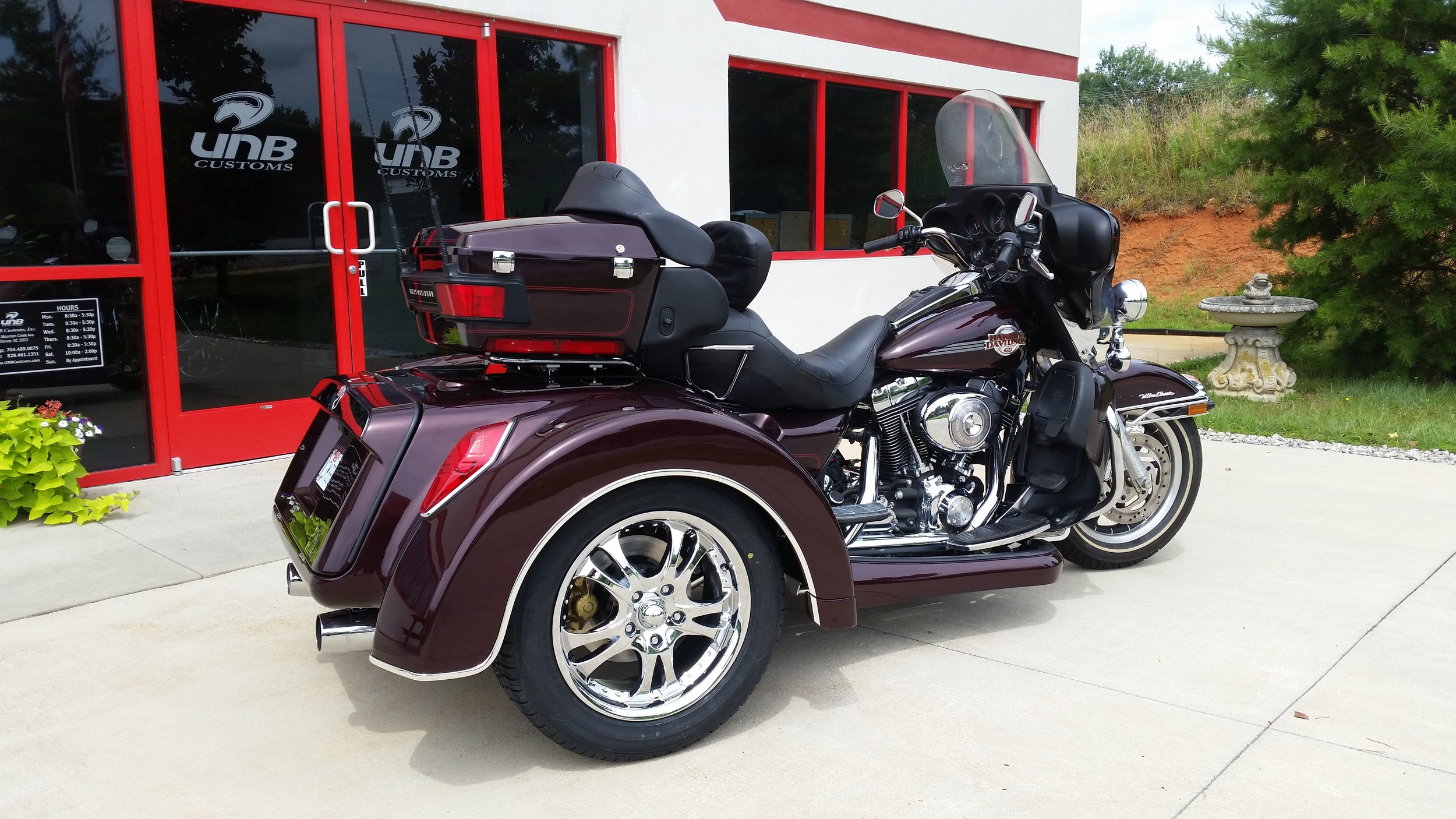 Harley Davidson trike with floor boards.jpg