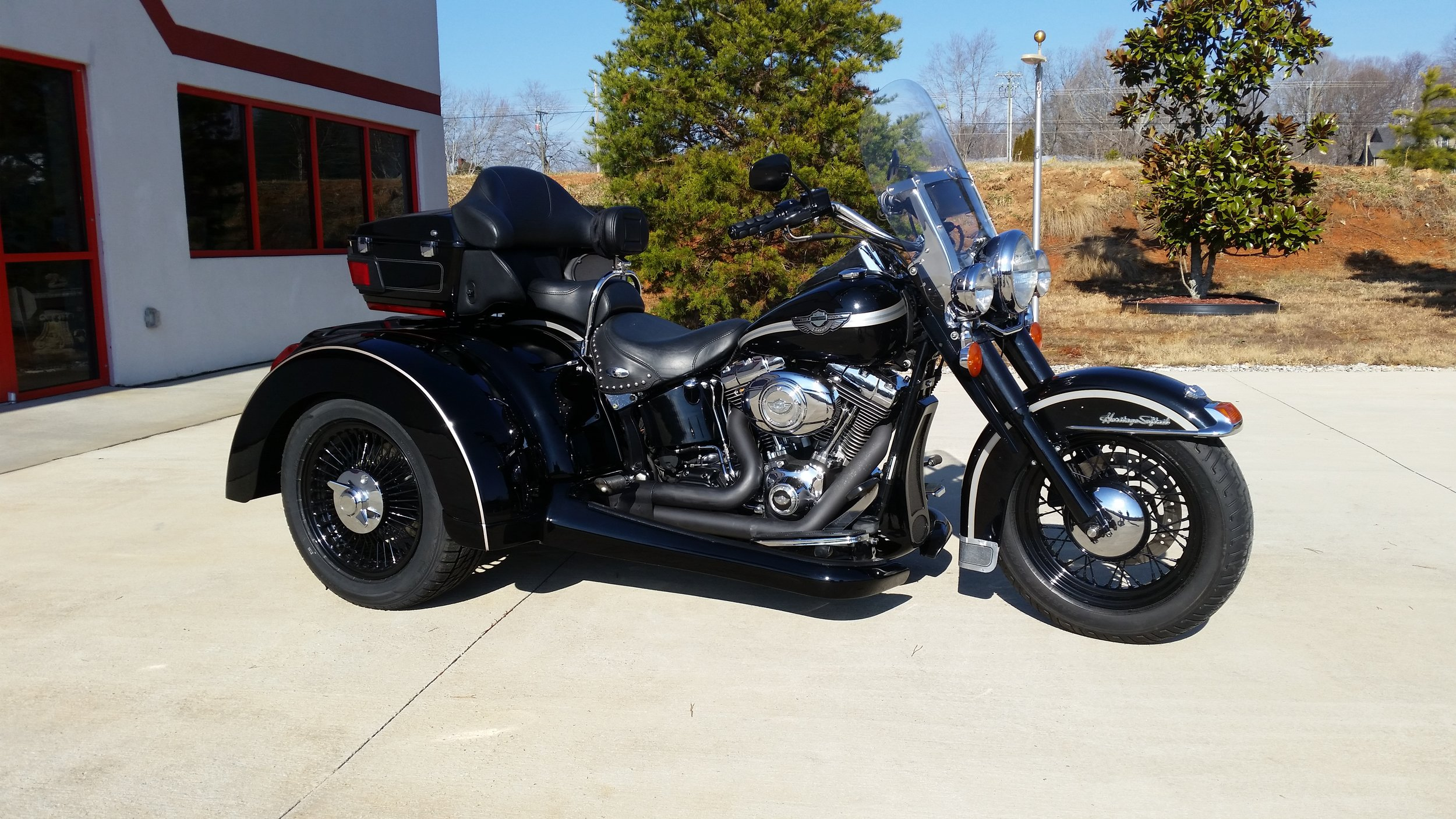Independent suspension Softail trike anniversary painted with reverse.jpg