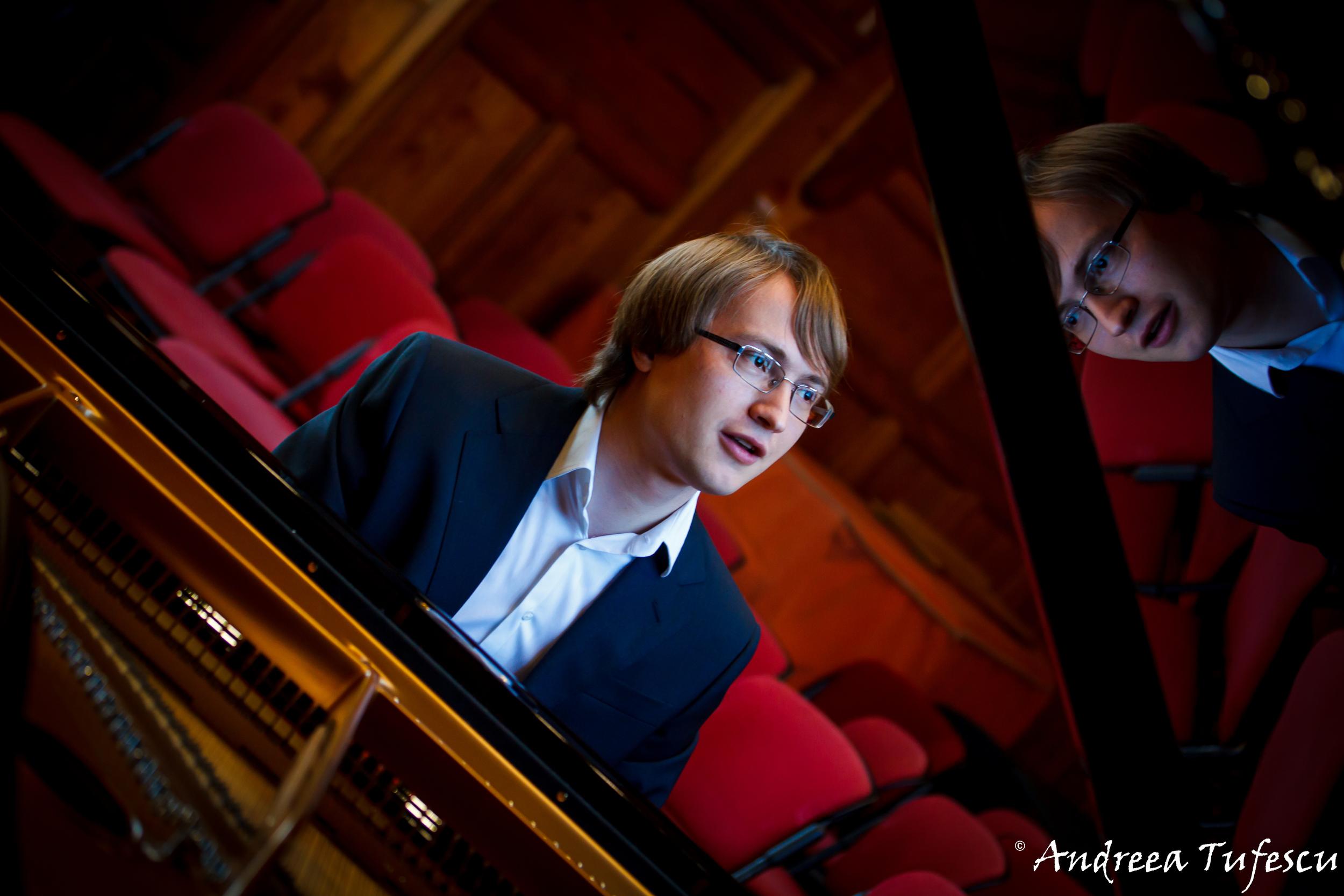 Pianist ILYA MAXIMOV
