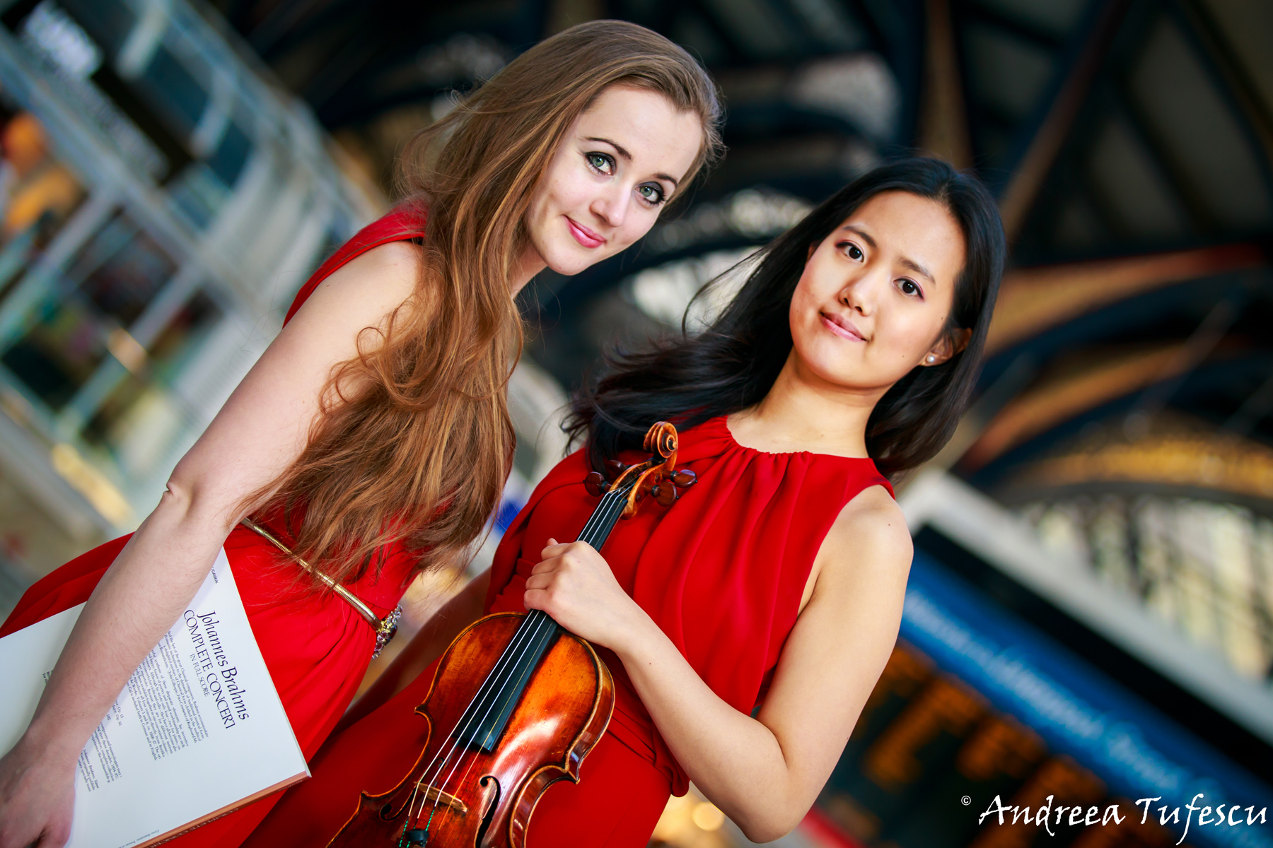Pianist Oxana Shevchenko and Violinist JooYeon Sir - group portraits and headshots by London photographer Andreea Tufescu