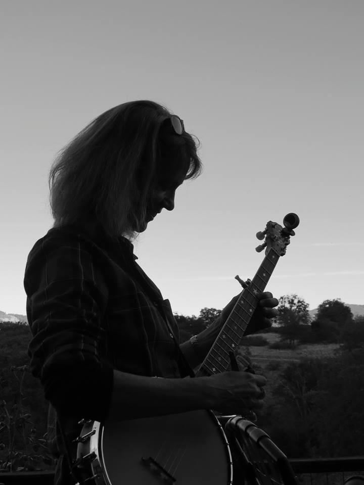 banjo profile.jpg