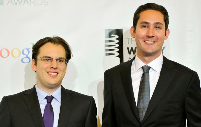 Los fundadores de Instagram, Mike Krieger (izq.) Y Kevin Systrom asisten a la décimo sexta edición anual de Webby Awards en Nueva York, el 21 de mayo de 2012. REUTERS / Stephen Chernin /