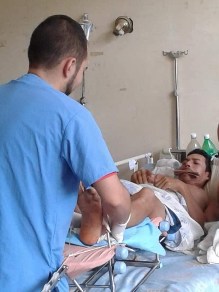Sin anestesia y con un cartón entre los dientes realizan las curas en el Hospital Universitario Luis Razetti