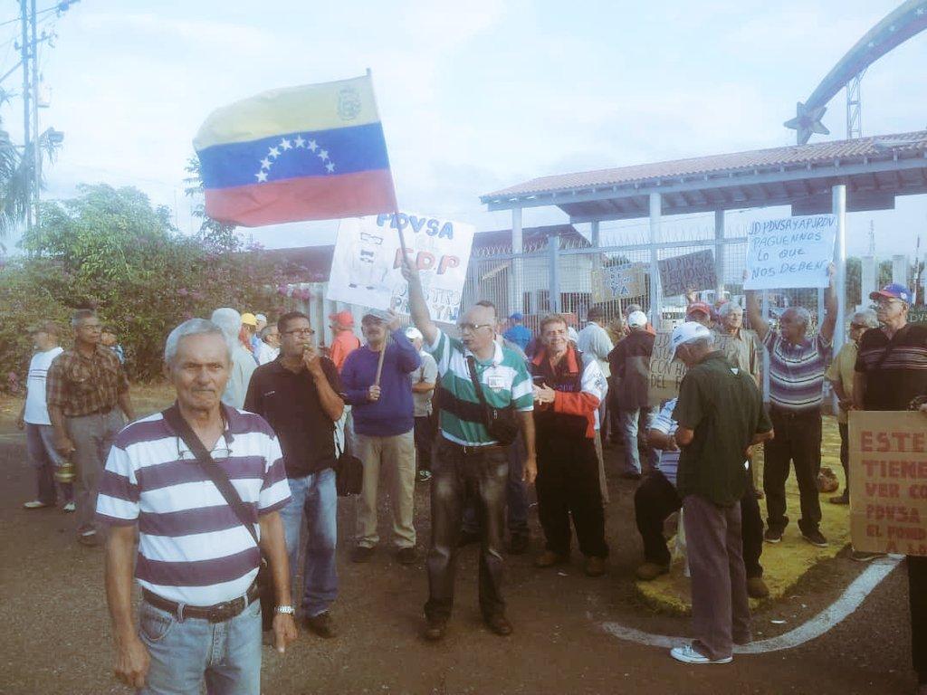 Jubilados tomaron los portones de Pdvsa San Tomé para exigir el pago de su dinero