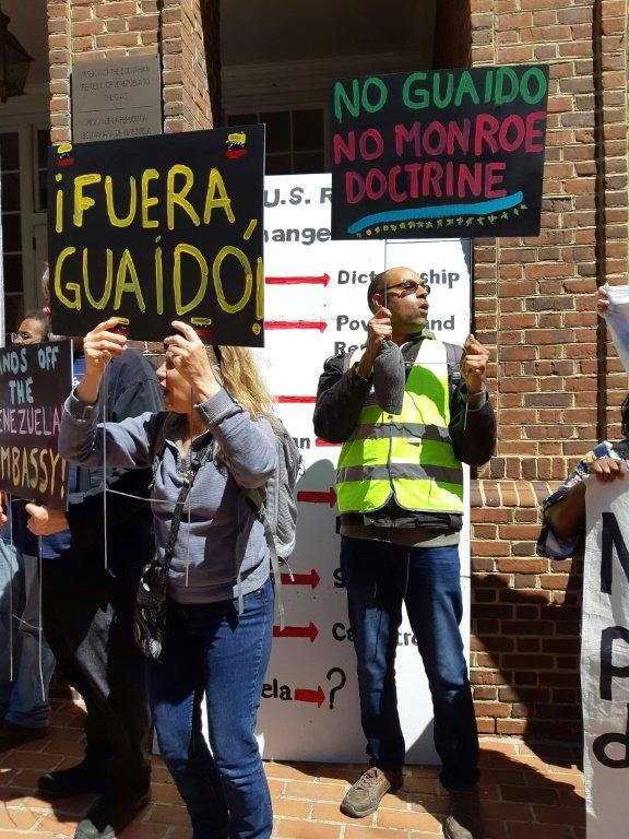 manifestantes-oficialistas-embajada-usa.jpeg