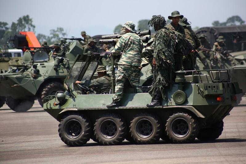 Miembros de la Guardia Nacional y la milicia bolivariana participan en un ejercicio militar en el aeropuerto García Hevia en La Fria, Venezuela. 10 de septiembre de 2019. REUTERS/Carlos Eduardo Ramírez