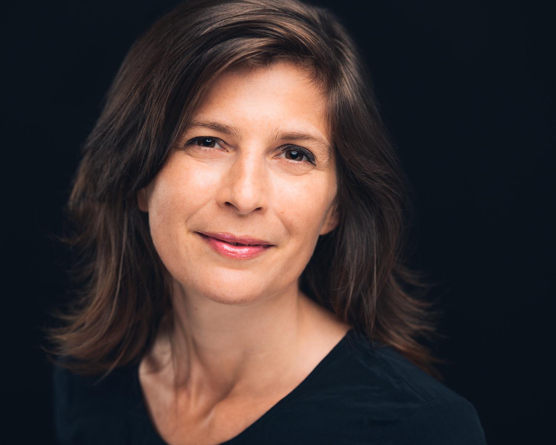 Author Headshot Deedee Derksen