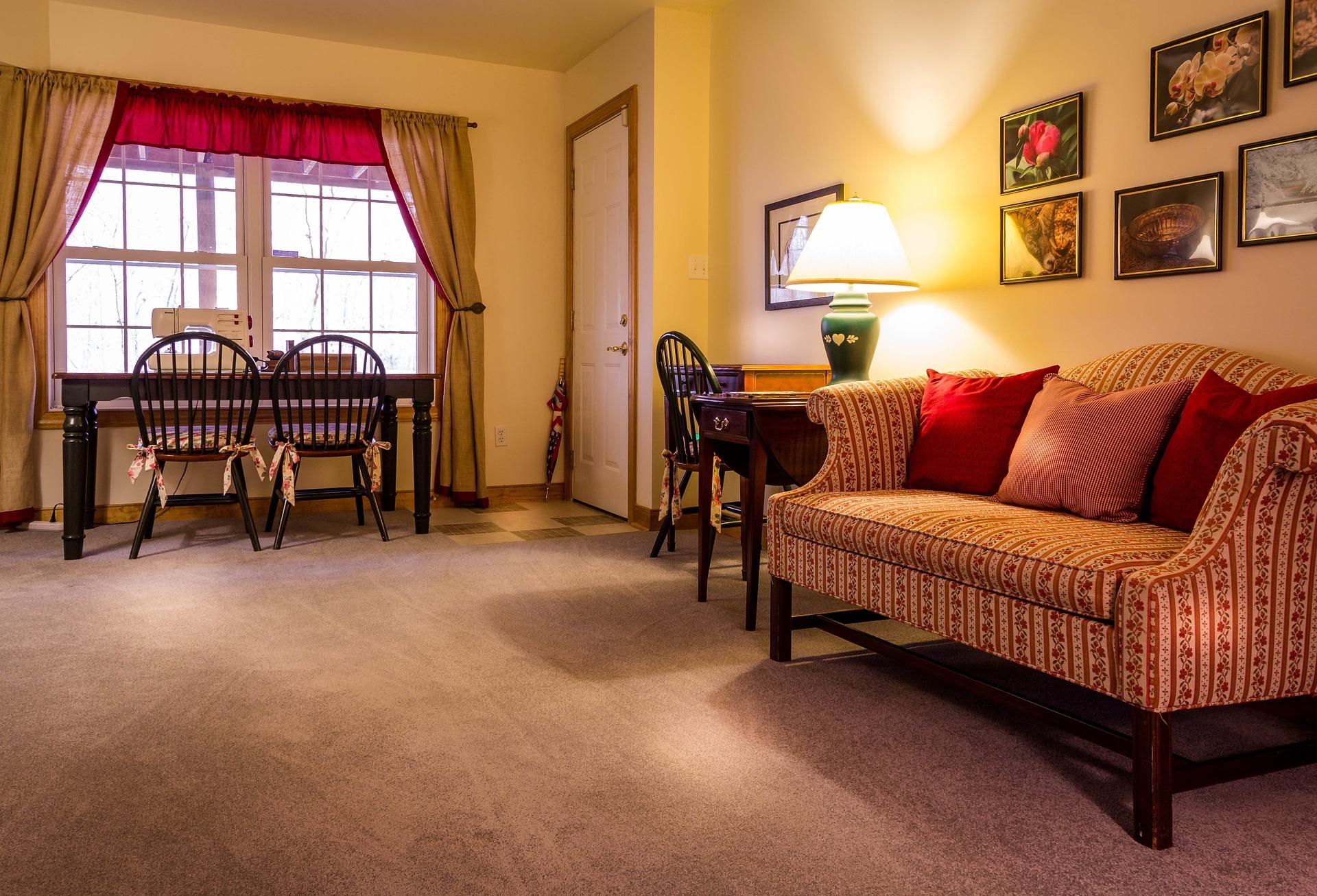 family-room-670281_1920.jpg