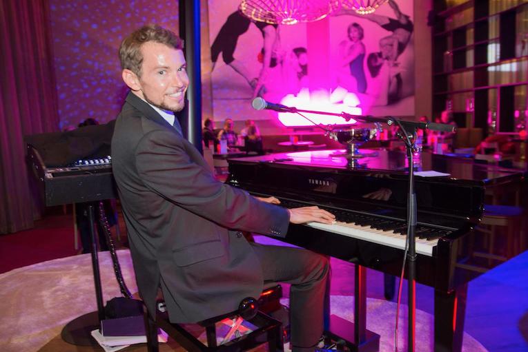 Ein fröhlicher Piano-Abend mit Simon