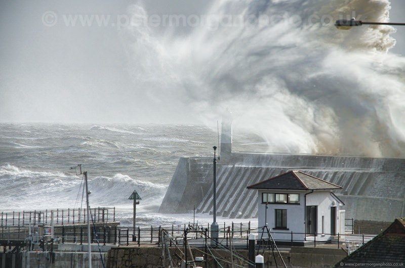 Storm Porthcawl Harbour 20140208_55.jpg