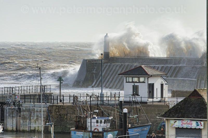 Storm Porthcawl Harbour 20140208_143.jpg
