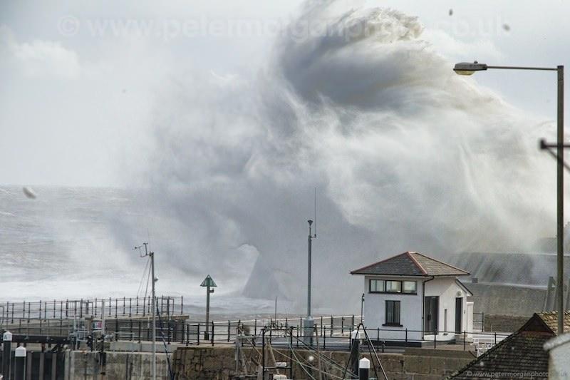 Storm Porthcawl Harbour 20140208_266.jpg