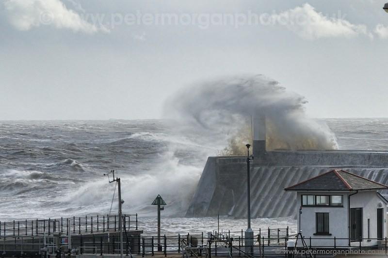 Storm Porthcawl Harbour 20140208_303.jpg