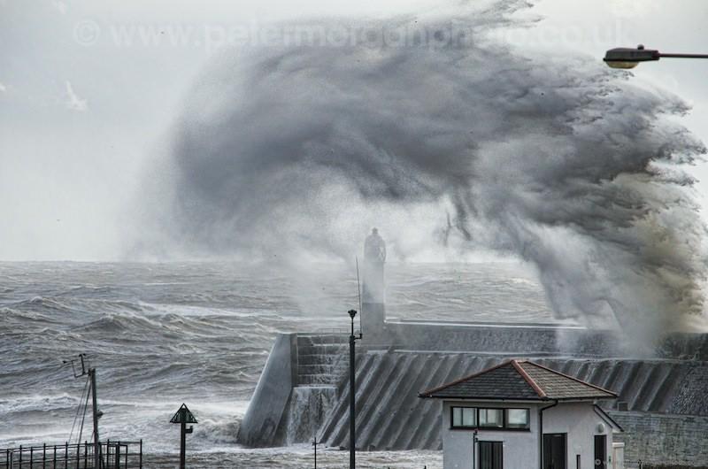 Storm Porthcawl Harbour 20140208_312.jpg