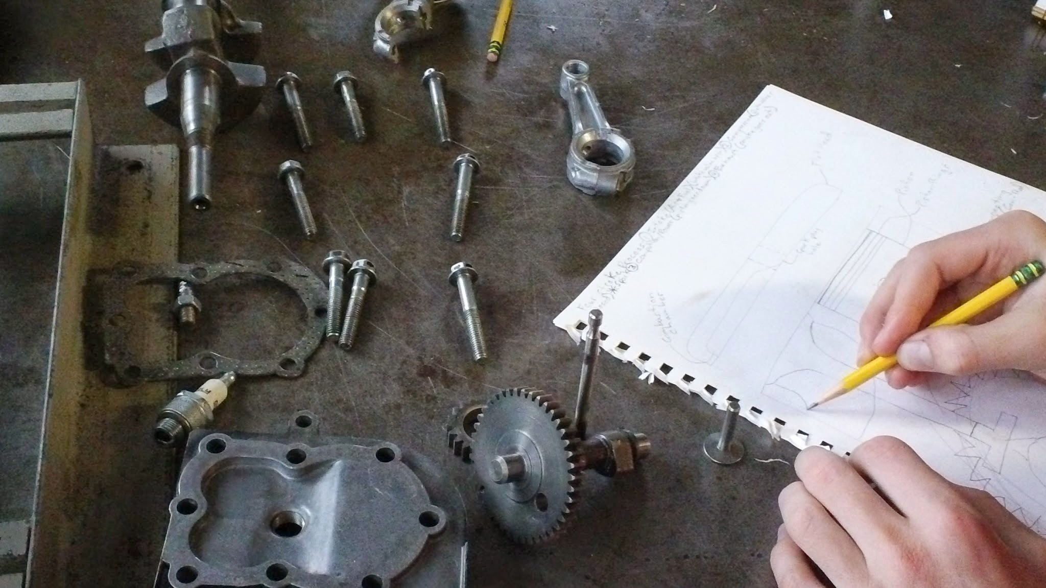 Here you can see examples of the engine parts.