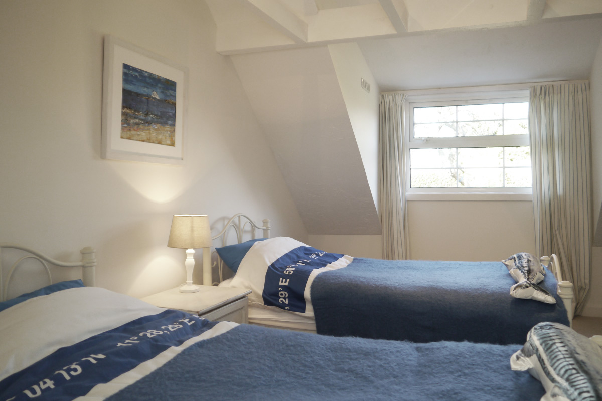 Coldingham-bedroom-twin.jpg