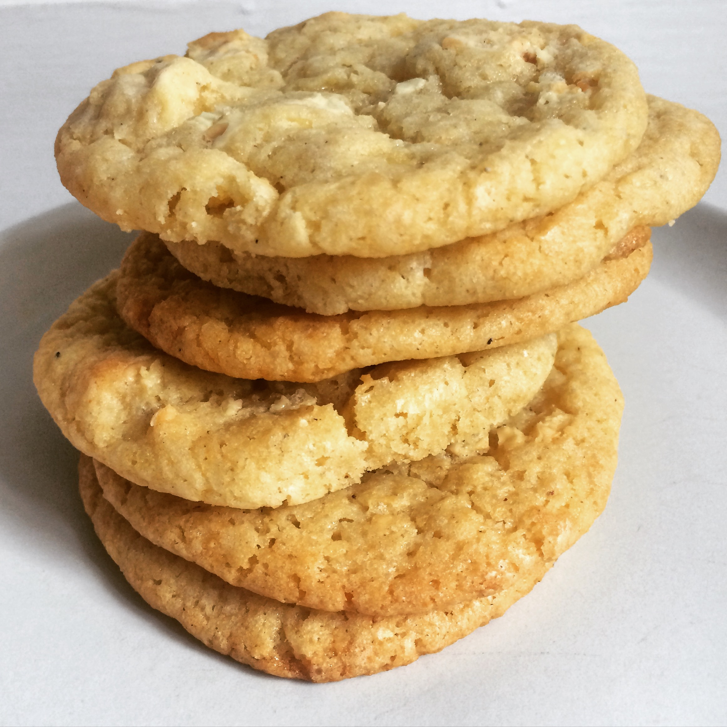 Cardamom, lemon zest and white chocolate cookies