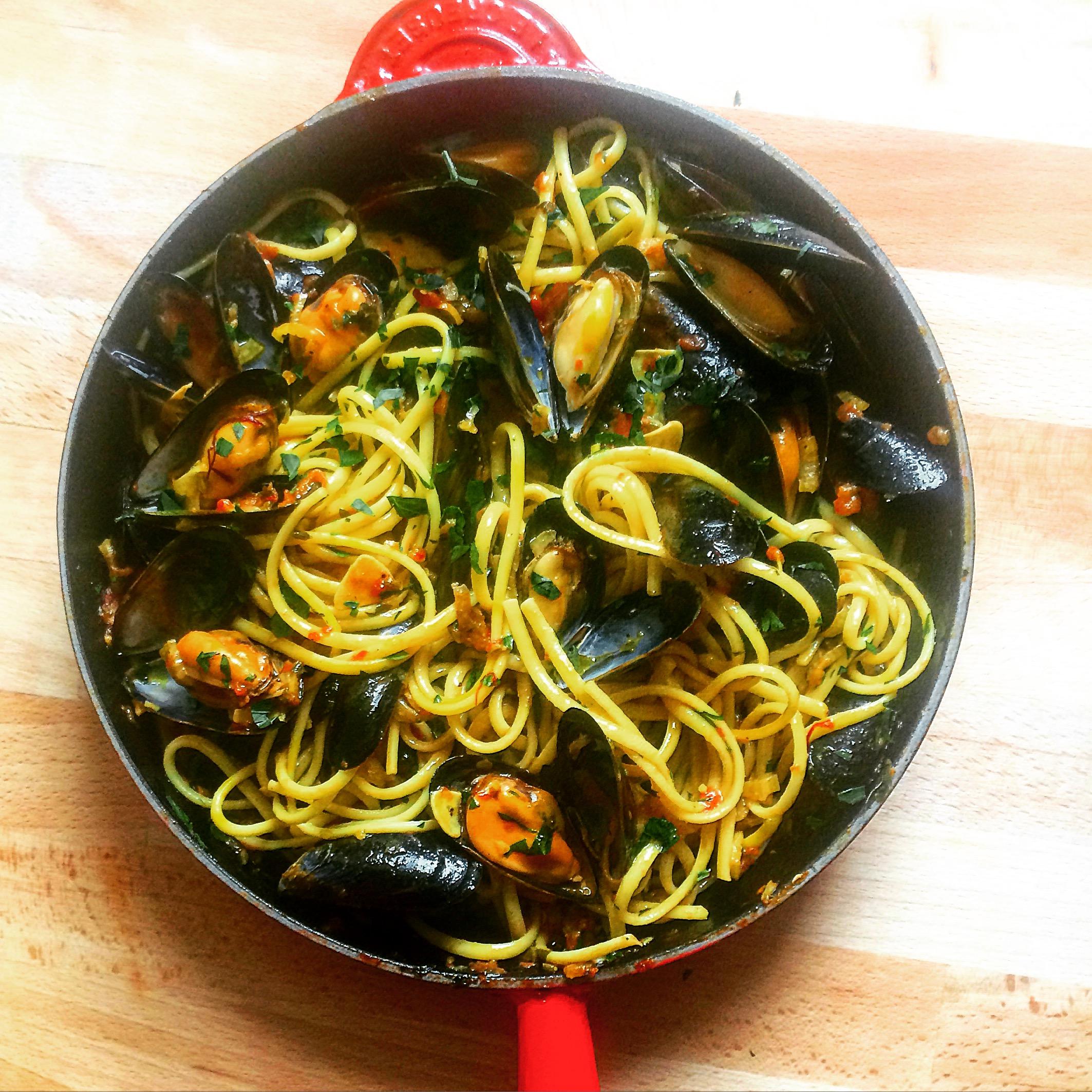 Mussel linguine with parsley, chilli & saffron