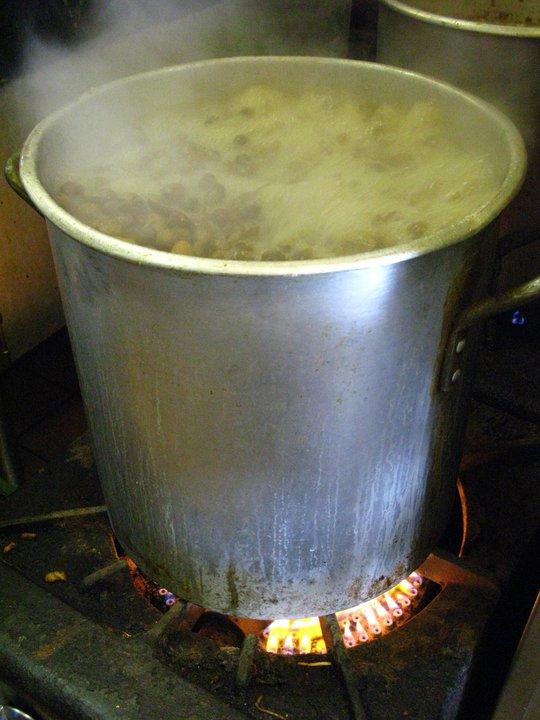 Boiling raw peanuts