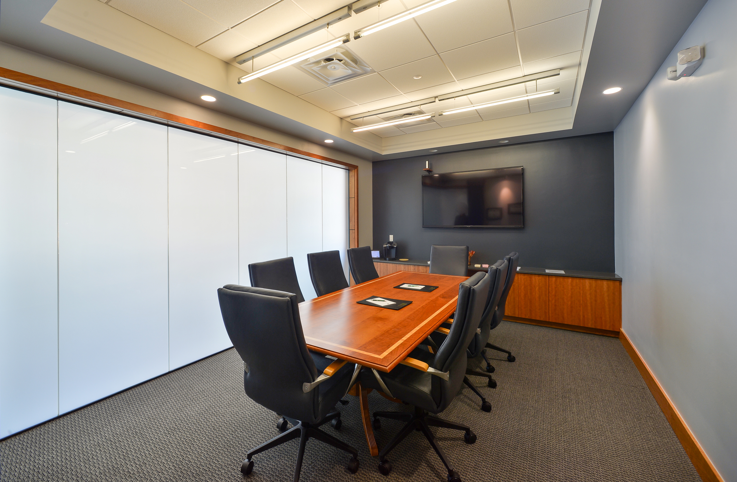 This interior fit up was intended to provide an upscale and contemporary environment to signify the vision and progression of Lake Sunapee Bank and Charter Trust within the Upper Valley.