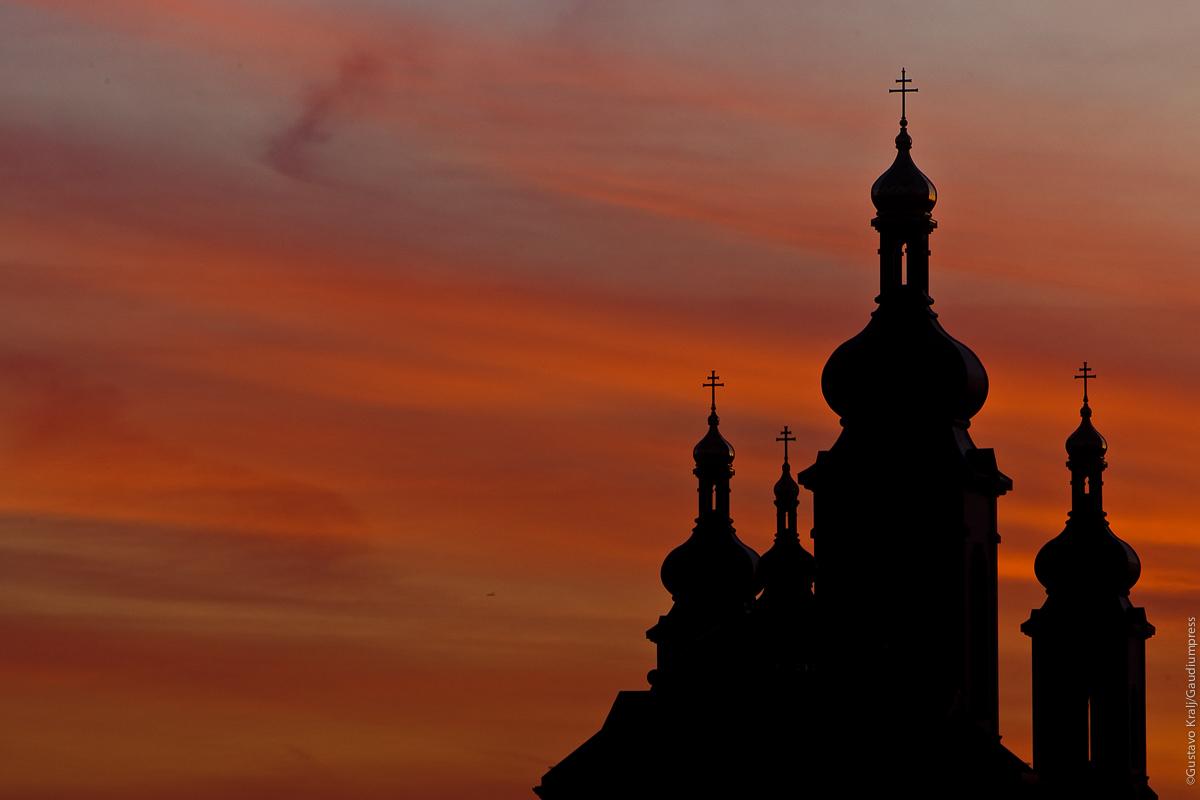 Toronto, Canada: Cúpulas de la Catedral de los Eslovacos al amanecer. Foto: Gustavo Kralj/Gaudiumpress
