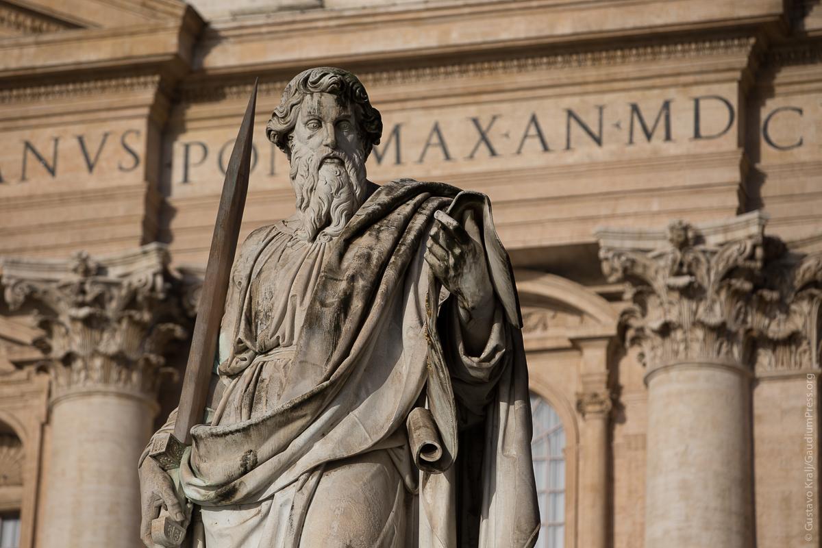 Roma: Imagen del Apóstol San Pablo en la Plaza de San Pedro. Foto:Gustavo Kralj/Gaudiumpress