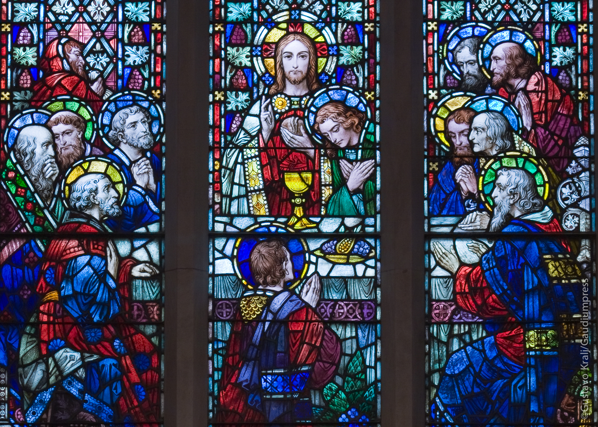 'Ven pronto y siéntate a la mesa'. Jesús y sus discípulos, Catedral de Hamilton, Ontario, Canada. Foto: Gustavo Kralj/GaudiumpressImages.com.
