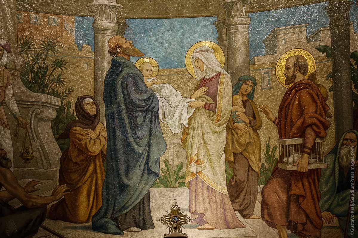 Lourdes, Francia: Mosaico de la Presentación de Jesús en el Templo. Foto: Gustavo Kralj/gaudiumpressImages.com