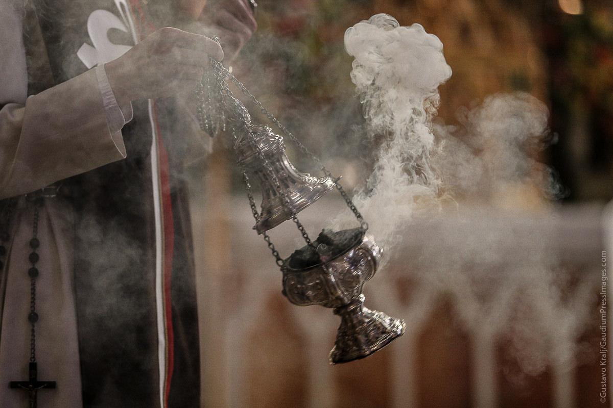 Incienso durante una celebración litúrgica. Foto: Gustavo Kralj/GaudiumPressImages.com