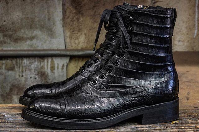 Bespoke Role Club Lace boots in alligator w/ side zipper. Vibram full sole. Low block heel. Black edge finish. #RoleClubbespoke #alligatorboots #bespokeboots #customboots #madeinlosangeles