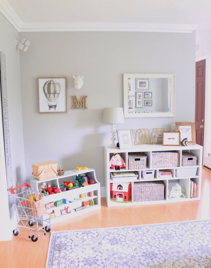 Traditional Play Room Market & Bookcase