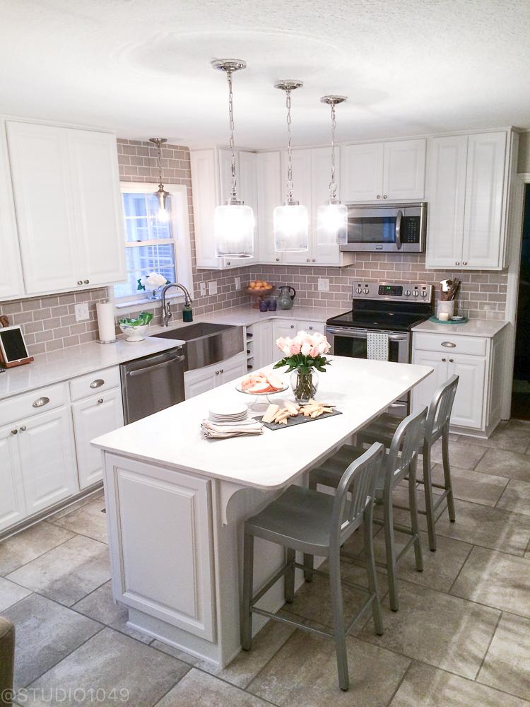 White Kitchen/Studio1049 1