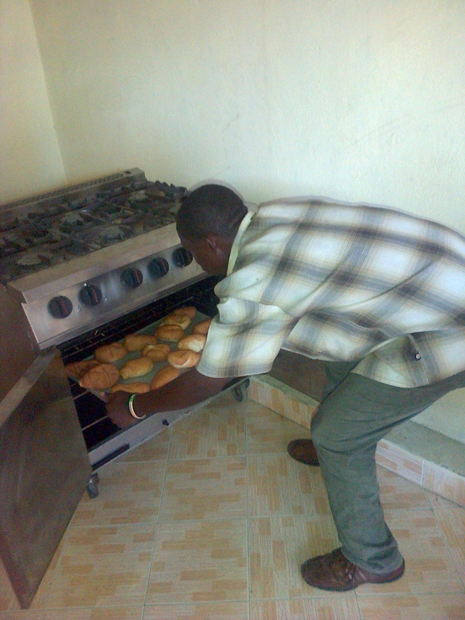 Grandoit loading new oven