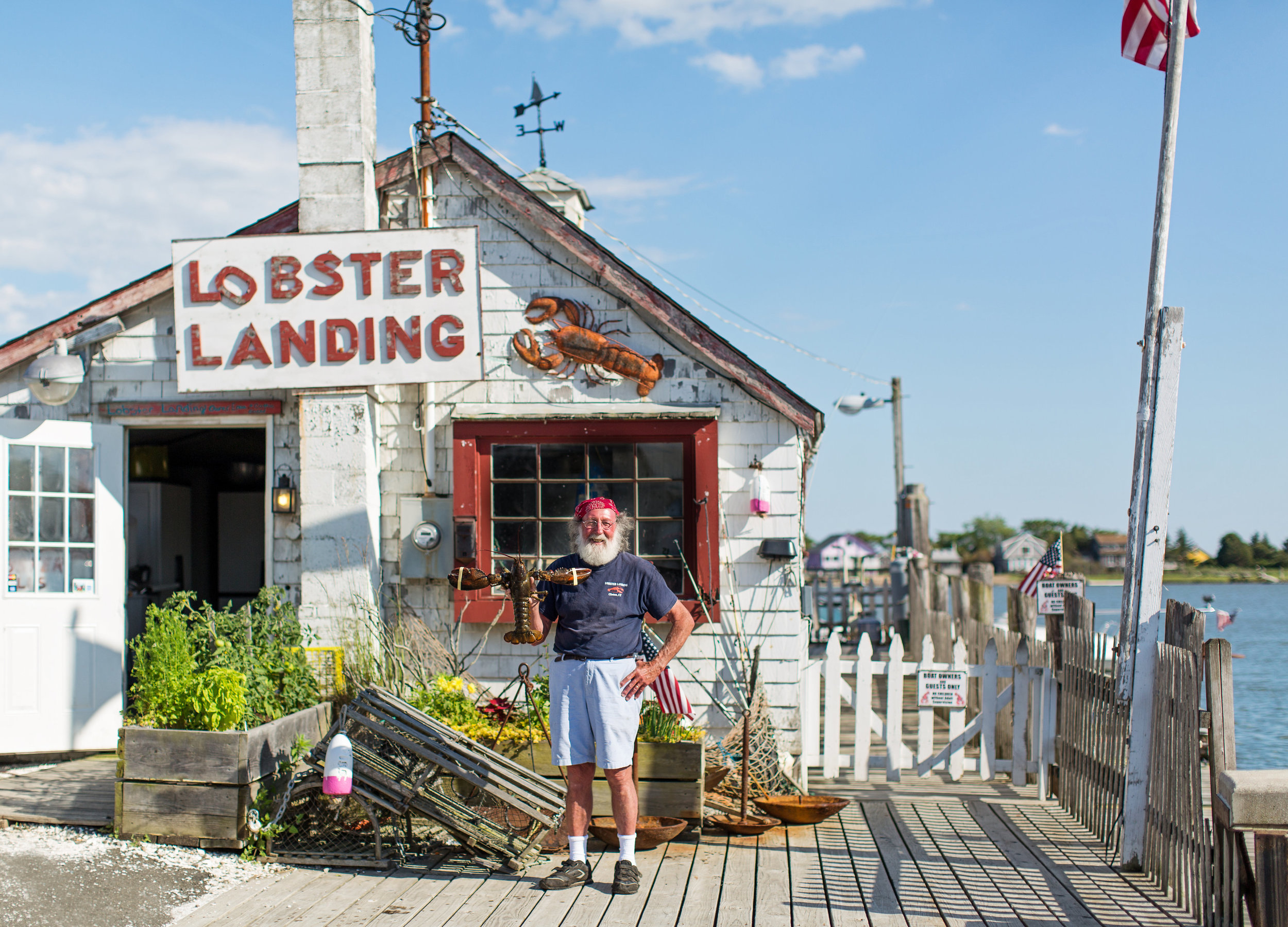 Lobster Landing in Clinton, Connecticut is owned by Enea Bacci. It is a must for a good lobster roll
